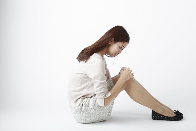 「膝の痛み 女性 無料画像」の画像検索結果