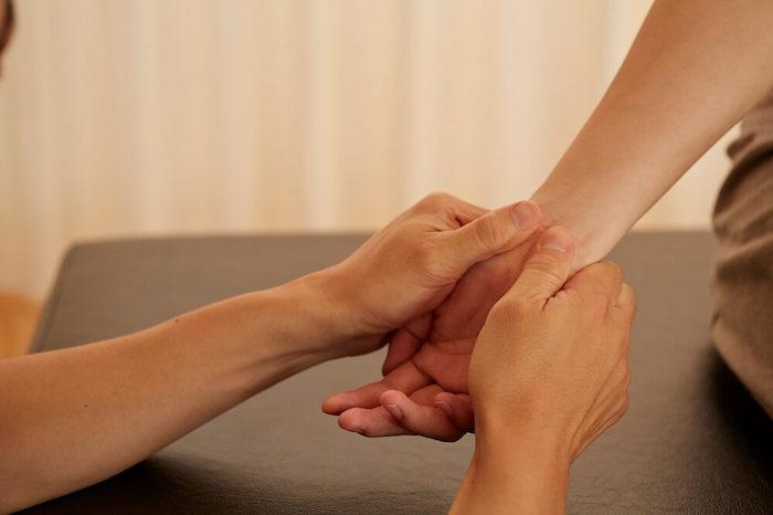 産後の手のしびれの原因と治療